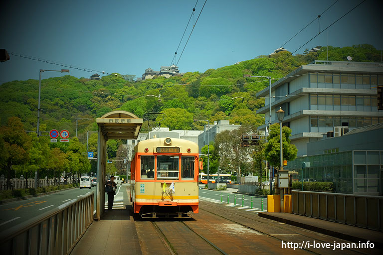 the tram and the Matsuyama Castle.
