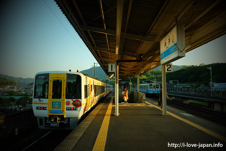 Anpanman Train at Uchiko Station