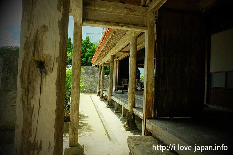 "Nationally designated important cultural property ""Takara house""(Geruma island)"