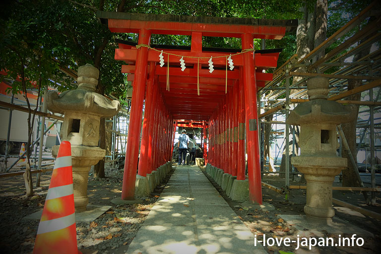 Itoku-Inari-Shrine in Hanazon Shrine(Shinjuku-ku)