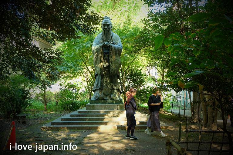 Confucius statue in Yushima seido