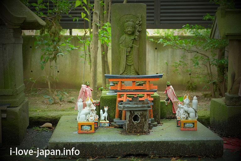 """Worship """"Otuka"""" at Higashisen-Inari-Shrine(Nishitokyo-shi, Tokyo)"""