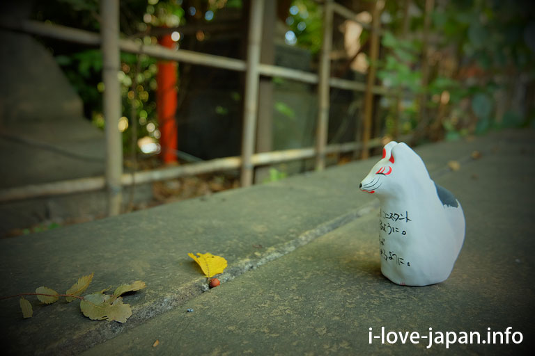 "Wishing for ""Mr. Fox and Mr. Stone"" at Oji Inari shrine(Kita-ku,Tokyo)"