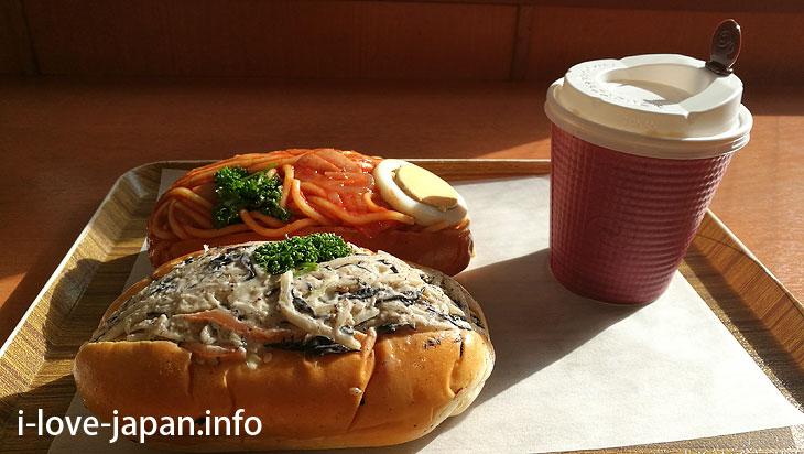 At NIKI BAKERY, ready-to-eat bread