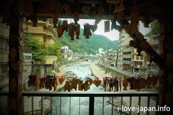 Nostalgic hot-spring town! Tuetate Onsen