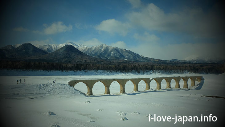 Hiking on ice and snow to taushubetsu river bridge