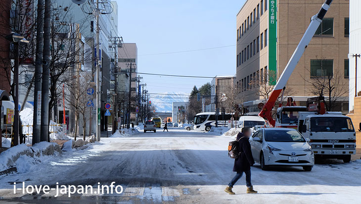 You can see the mountains of Tokachi behind the road(Hokkaido).