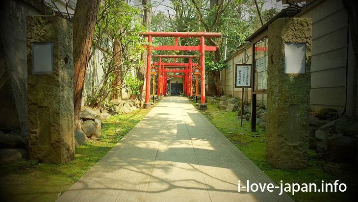 Ikou-Inari-dou(Toshima-ku,Tokyo)Sanctuary 8 minutes on foot from Ikebukuro station