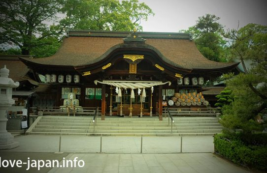 "There was a lot of Gods in ""Tamura Shrine"" between Takamatsu Airport and Takamatsu station(Kagawa)"