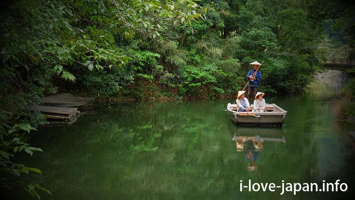 """Enjoy Japanese boat riding like """"Daimyo(feudal lords)@Ritsurin Garden (Takamatsu, Kagawa)"""