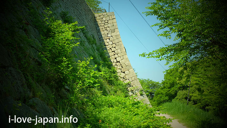 """2.Famous for Stone Wall """"Marugame Castle"""""""