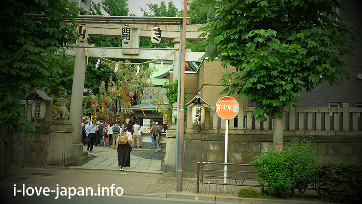 "When the opening of a Mt Fuji to climbers, I climbed ""Shimoya Sakamoto Fuji"" in Ono Terysaki Shrine(Titou-ku,Tokyo)"