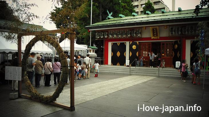 First, let's visit Ikebukuro Hikawa Shrine