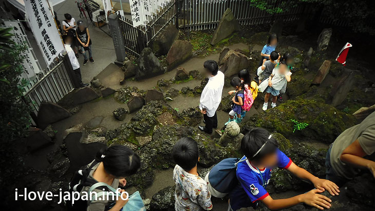 "You climb to ""Ikebukuro Fuji-duka"""