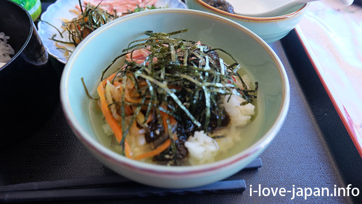 "I ate ""boiled rice in cold soup with Mozuku(seaweed)"" at Misaki near Akazaki Coast"