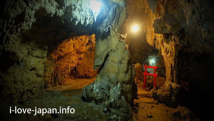I explored Akazaki Cave in Yoron Island