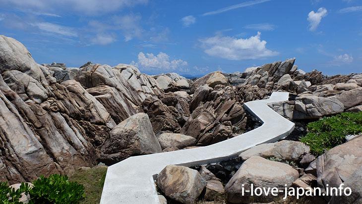Wander around rough rocks! Mushiroase@Tokuno-shima Island Tourism(Amami/Kagoshima)