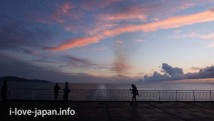 While watching the sunset at the sea, to Amami Oshima@Tokuno-shima Island Tourism(Amami/Kagoshima)