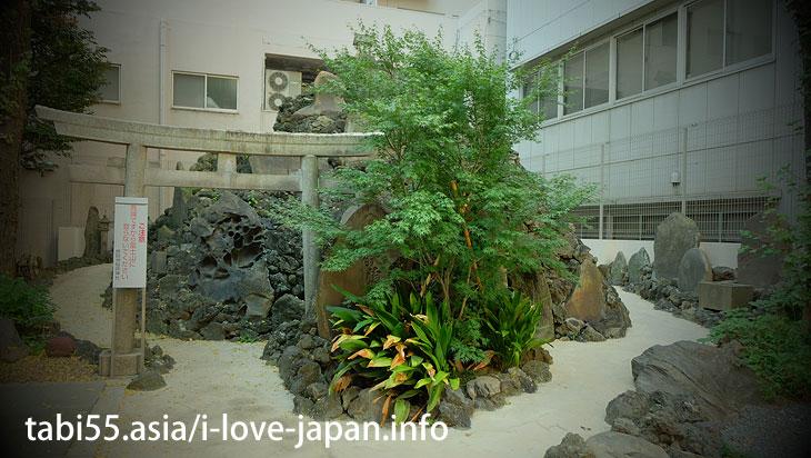 "Walking distance from the Tsukiji market! ""Teppou-zu Inari shrine"" with Fujiduka (Miniature Fuji)"