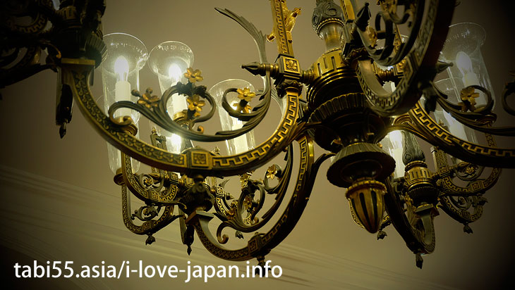 2. [National Designated Important Cultural Property] Houhei-Kan. Must see a plaster painting on the ceiling